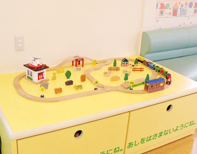機関車のおもちゃ
